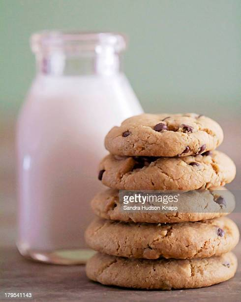 Vegan cookies and almond milk