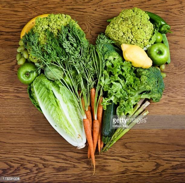 Légumes organisé dans un cœur