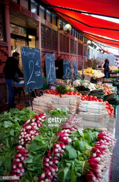 Légumes dans Les Halles marché à Dijon, France