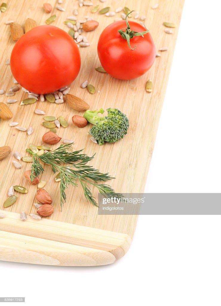 Produtos hortícolas, frutas na bandeja de de madeira. : Foto de stock
