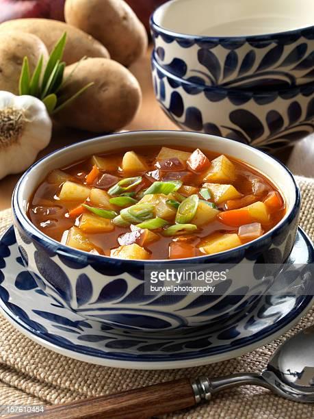 Végétariens Soupe de légumes et de pommes de terre