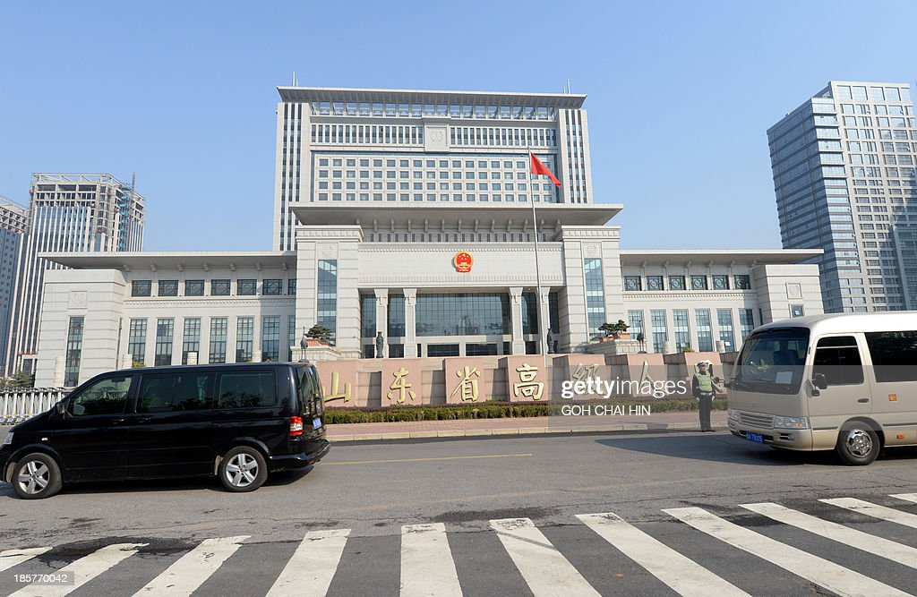 A vehicle (L) believed to be ferrying once-powerful politician Bo Xilai, arrives at the Shandong high court building in Jinan, east China Shandong province on October 25, 2013. The court will deliver the ruling on the appeal of Bo -- formerly one of the country's top 25 leaders, who ran the southwestern megacity of Chongqing -- was sentenced to life in prison in September by the Intermediate People's Court in Jinan.