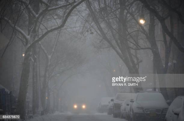 TOPSHOT A vehicle moves through the West Village during a winter storm February 9 2017 in New York / AFP PHOTO / Bryan R Smith