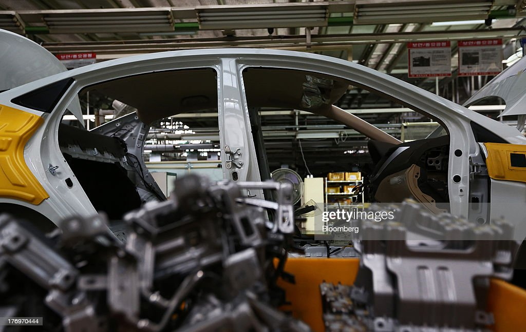 A vehicle stands on the halted assembly line at the Hyundai Motor Co. plant during a strike by the company's labor union in Ulsan, South Korea, on Tuesday, Aug. 20, 2013. Union members at Hyundai Motor, South Korea's largest automaker, staged a partial strike today that will continue tomorrow as they demand higher wages amid increasing competition with Japanese carmakers. Photographer: SeongJoon Cho/Bloomberg via Getty Images