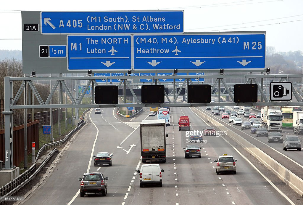 Vehicle traffic is seen moving in both directions at junction 21 of the northern section of the M25 motorway near London, U.K., on Wednesday, March 27, 2013. The U.K. government will increase spending on infrastructure projects, including road construction, by an annual 3 billion pounds ($4.6 billion) from 2015 as Chancellor George Osborne seeks to boost economic growth. Photographer: Chris Ratcliffe/Bloomberg via Getty Images