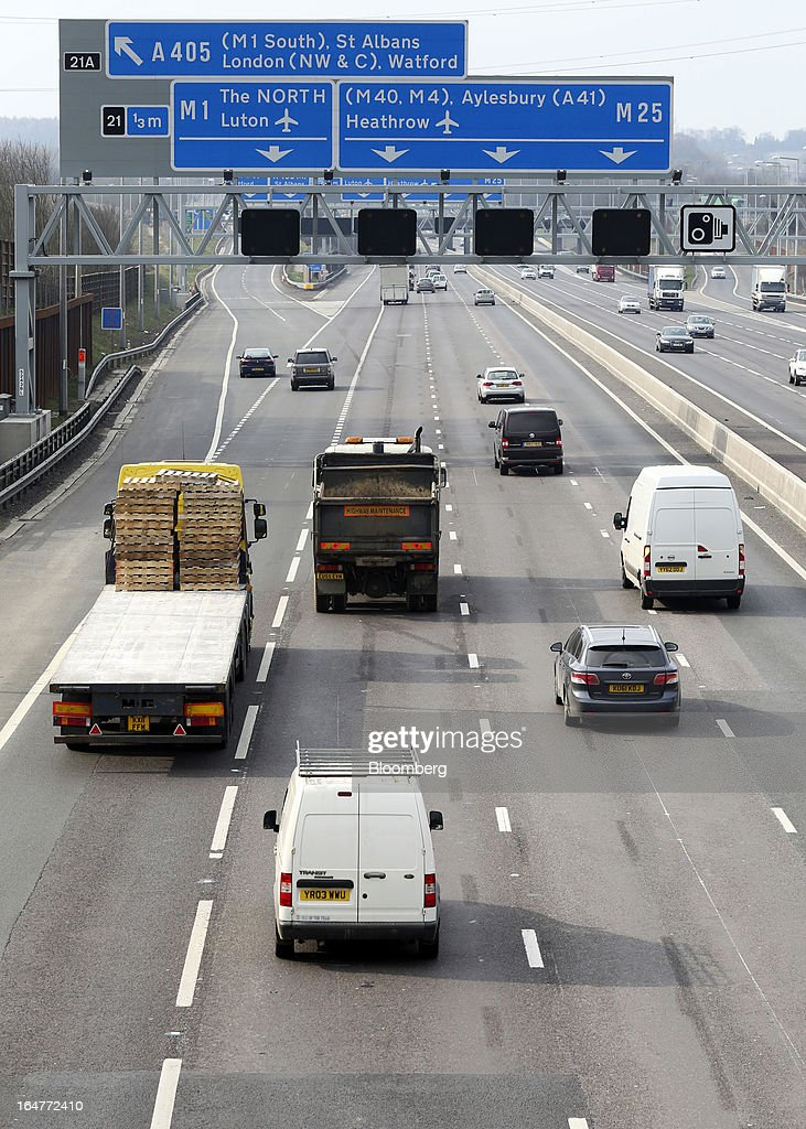 Vehicle traffic is seen moving in both directions at junction 21 on the northern section of the M25 motorway near London, U.K., on Wednesday, March 27, 2013. The U.K. government will increase spending on infrastructure projects, including road construction, by an annual 3 billion pounds ($4.6 billion) from 2015 as Chancellor George Osborne seeks to boost economic growth. Photographer: Chris Ratcliffe/Bloomberg via Getty Images