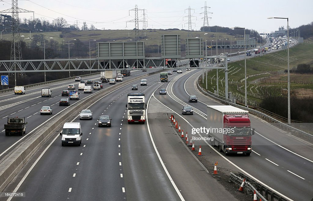 Vehicle traffic is seen moving in both directions near to junction 26 on the northern section of the M25 motorway near London, U.K., on Wednesday, March 27, 2013. The U.K. government will increase spending on infrastructure projects, including road construction, by an annual 3 billion pounds ($4.6 billion) from 2015 as Chancellor George Osborne seeks to boost economic growth. Photographer: Chris Ratcliffe/Bloomberg via Getty Images