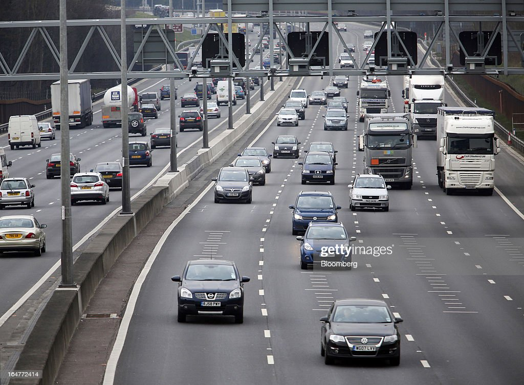 Vehicle traffic is seen moving in both directions near to junctions 18/19 on the northern section of the M25 motorway near London, U.K., on Wednesday, March 27, 2013. The U.K. government will increase spending on infrastructure projects, including road construction, by an annual 3 billion pounds ($4.6 billion) from 2015 as Chancellor George Osborne seeks to boost economic growth. Photographer: Chris Ratcliffe/Bloomberg via Getty Images