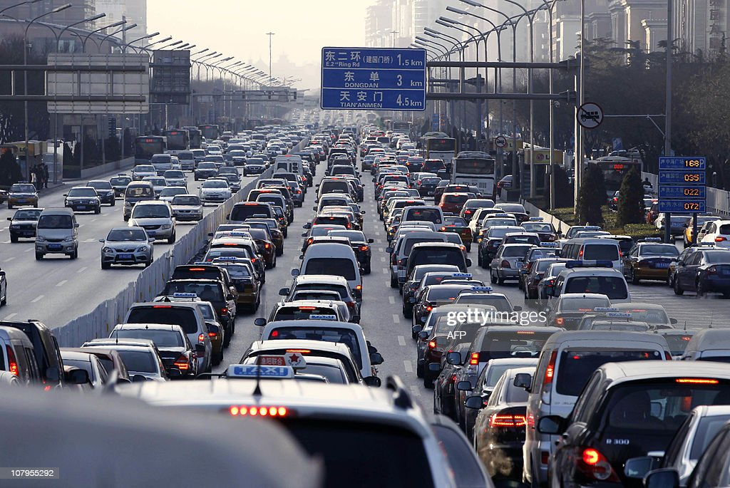 Vehicles are seen in a traffic jam during weekday rush hour in Beijing January 10, 2011. Auto sales in China rose more than 32 percent in 2010 to 18.06 million units, an industry group said on January 10 -- a new record for the world's largest car market. AFP PHOTO / POOL / LARRY DOWNING