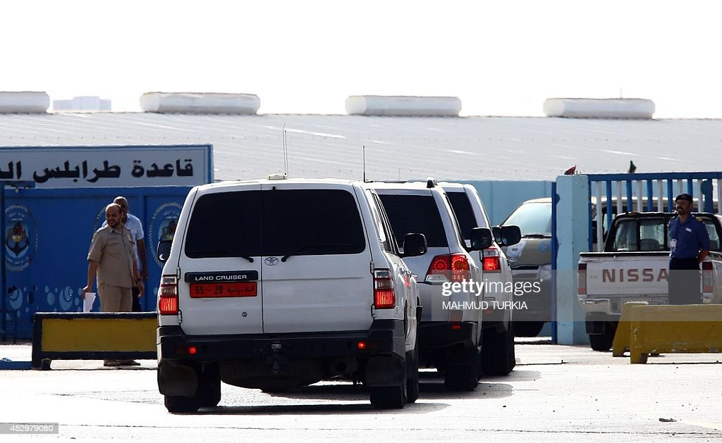 Vehicles carrying diplomats arrive at Tripoli's Naval Base in the Libyan capital on July 31, 2014 as ships were sent to the North African country to evacuate foreign nationals while fighting resumed between militias seeking to control the Libyan capital's crippled international airport.