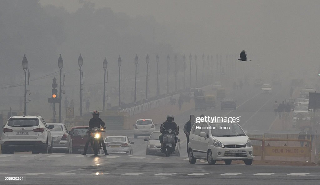 Vehicles moving during a rainy weather at Rajpath on February 7 2016 in New Delhi India Delhiites woke up to an overcast sky accompanied by a drizzle...