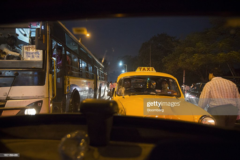Vehicles sit in traffic in the evening in Kolkata, India, on Tuesday, Feb. 19, 2013. India's slowest economic expansion in a decade is limiting profit growth at the biggest companies even as foreigners remain net buyers of the nation's stocks, according to Kotak Institutional Equities. Photographer: Brent Lewin/Bloomberg via Getty Images