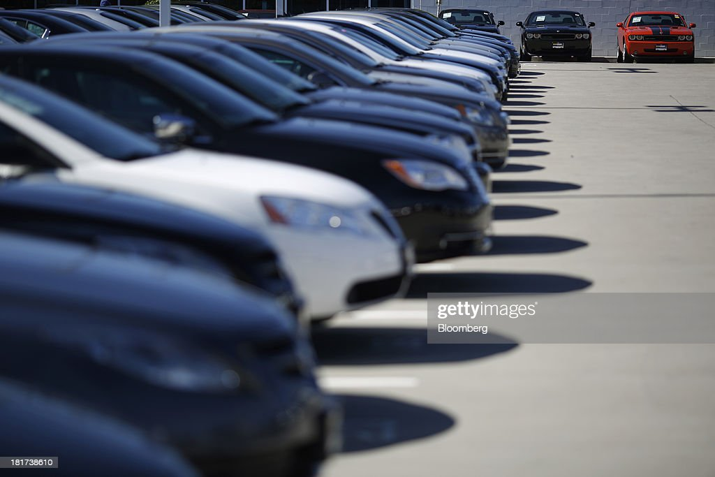 Vehicles sit parked at a CarMax Inc. dealership in Lexington, Kentucky, U.S., on Monday, Sept. 23, 2013. Carmax, which generates 98% of its revenue in the used car market, today reported record second quarter results for the quarter ended Aug. 31. Photographer: Luke Sharrett/Bloomberg via Getty Images