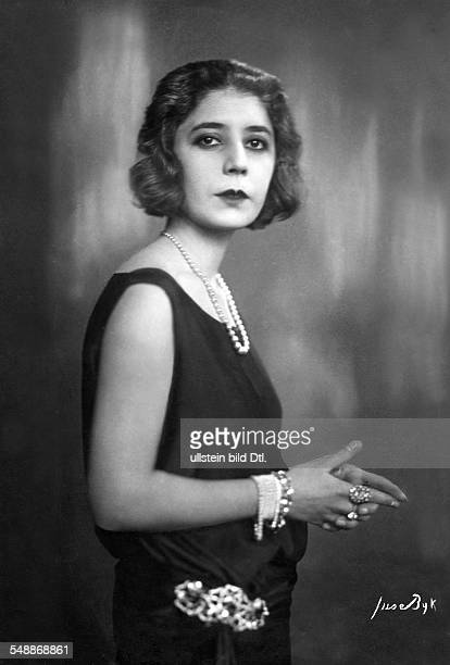 Veiga de Simves wife of the Portuguese ambassador in a sleeveless evening dress and pearl jewellery Photographer Suse Byk Published by 'Die Dame'...