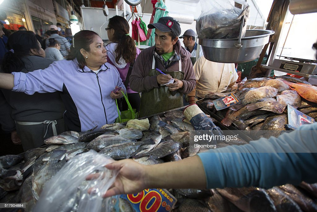 Operations at mexico 39 s largest fish market getty images for La fish market