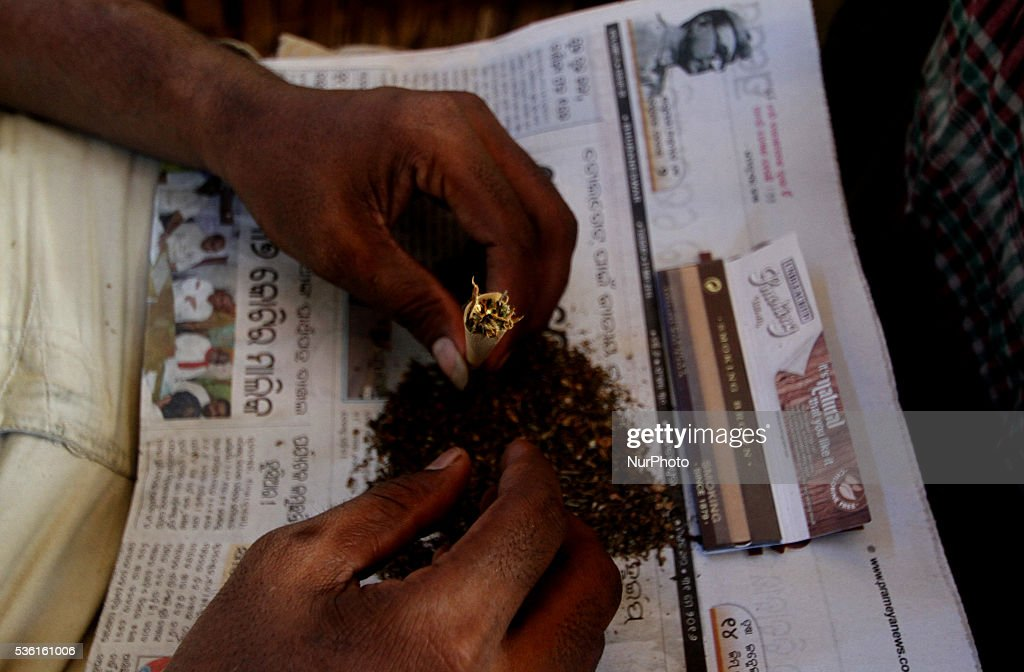 A vendor fills marijuana into a hand-made cigarette on a way side vending zone before to sale it to his customers on the World No-Tobacco Day in the eastern Indian city Bhubaneswar, India, Tuesday, 31 May 2016.