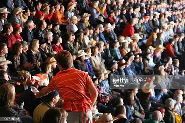 Proveedor en el estadio multitud