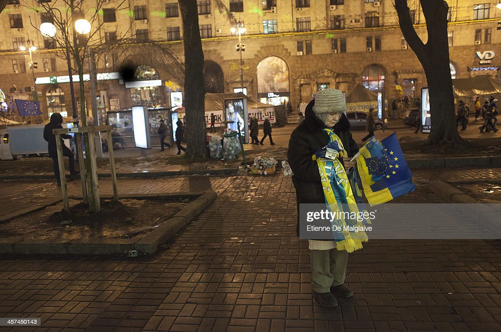 A vendor sells European Union and Ukrainian flags near Independence Square after it was announced that Ukrainian President Viktor Yanukovych agreed to receive major economic assistance from Russia, on December 17, 2013 in Kiev, Ukraine. Thousands of protesters have taken to the streets since Ukrainian president Viktor Yanukovych announced a decision to suspend a trade and partnership agreement with the European Union and raised concerns that the nation could be poised to enter a customs union with Russia.