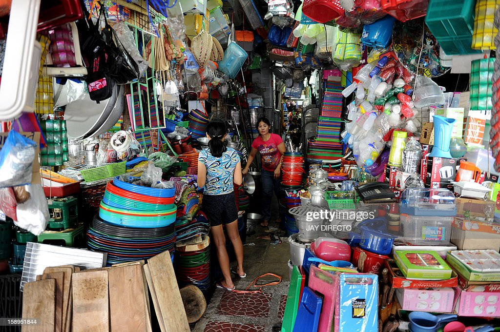 Vendors arrange goods at a general merchandise store in Manila on January 4, 2013. The Philippines' inflation rate fell to a five-year low last year, the government said Friday, helping efforts to hold down interest rates and boost economic growth. Consumer prices expanded by 3.2 percent for the entire 2012, substantially lower than the 4.6 percent recorded in 2011, the National Statistics Office said. AFP PHOTO / JAY DIRECTO