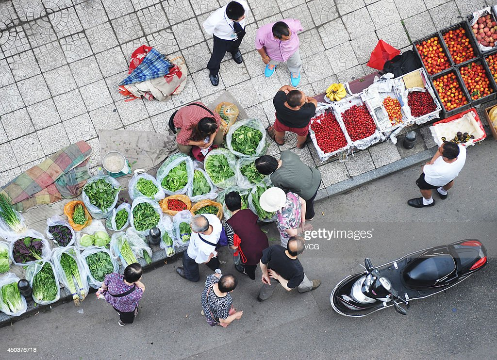 Vendors sell fruit and vegetables at the roadside on June 10, 2014 in Beijing, China. China's consumer price index (CPI), a main gauge of inflation, rose 2.5 percent year on year in May, official data revealed on June 10.