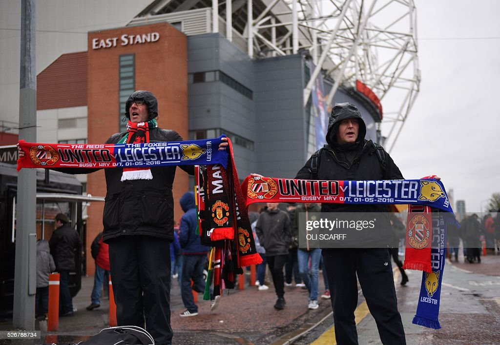 Vendors sell scarves outside Old Trafford stadium before the English Premier League football match between Manchester United and Leicester City in Manchester, north west England, on May 1, 2016. / AFP / OLI SCARFF / RESTRICTED TO EDITORIAL USE. No use with unauthorized audio, video, data, fixture lists, club/league logos or 'live' services. Online in-match use limited to 75 images, no video emulation. No use in betting, games or single club/league/player publications. /