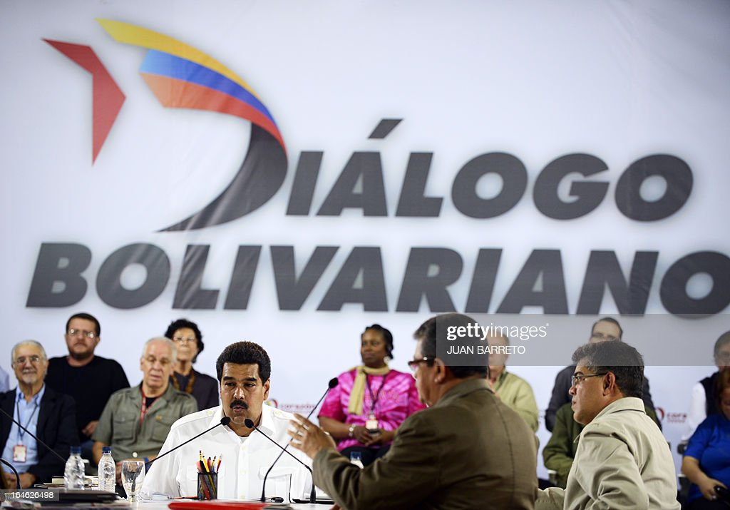 Venezuelan acting president Nicolas Maduro (L) meets with intellectuals, in Caracas on March 25, 2013. Venezuela will elect its new president on April 14, 2013. AFP PHOTO/JUAN BARRETO