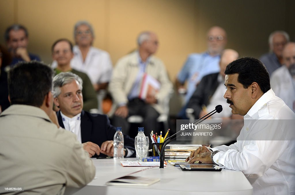 Venezuelan acting president Nicolas Maduro (R) talks with Bolivian vice president Alvaro Garcia Linera (L) in Caracas on March 25, 2013. Venezuela will elect its new president on April 14, 2013. AFP PHOTO
