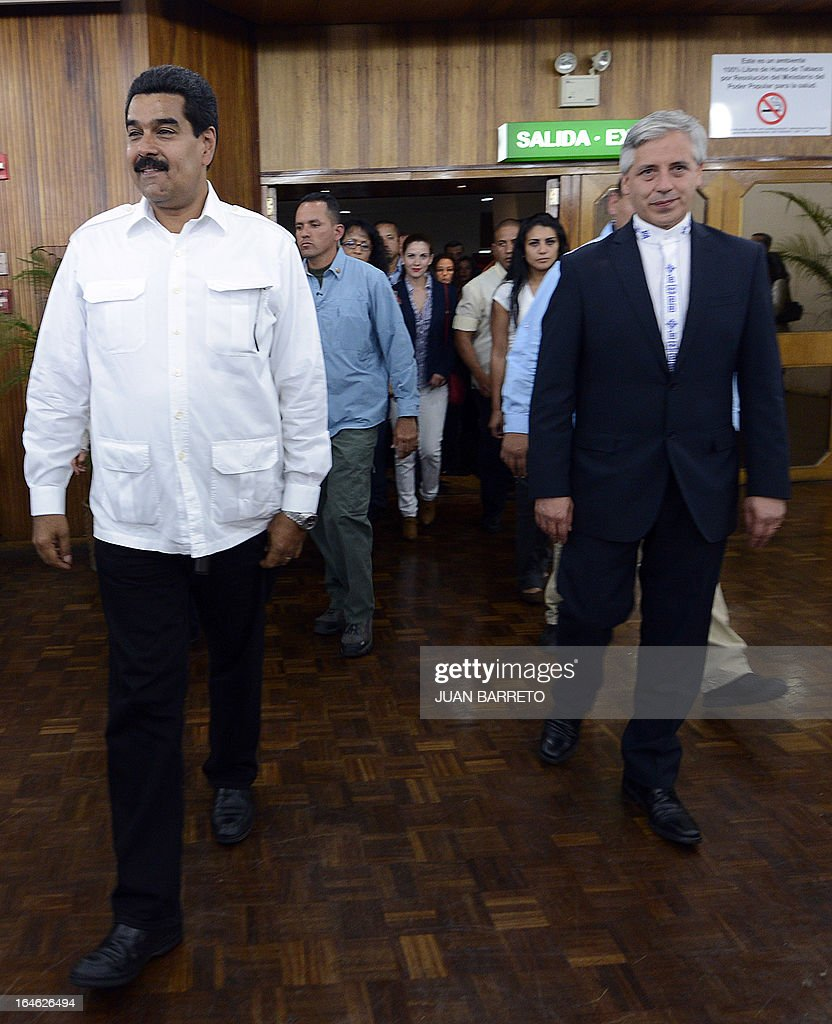 Venezuelan acting president Nicolas Maduro (L) walks with Bolivian vice president Alvaro Garcia Linera (R) in Caracas on March 25, 2013. Venezuela will elect its new president on April 14, 2013. AFP PHOTO
