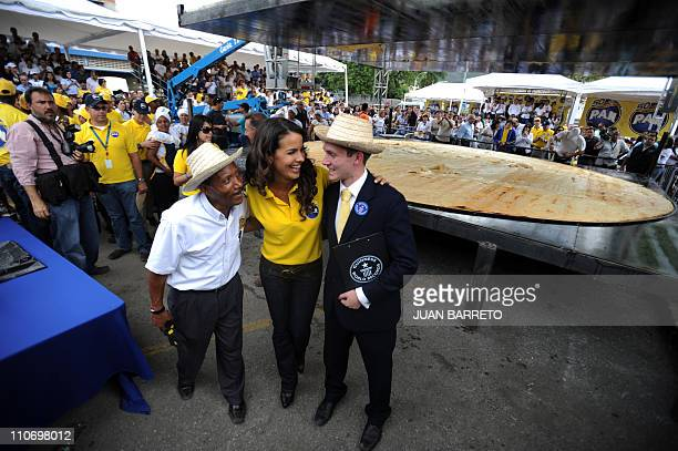 Venezuelan actress Norelis Rodriguez speaks whit Ralph Hannah Guinness World Records representative in front of a huge arepa made to set a record in...