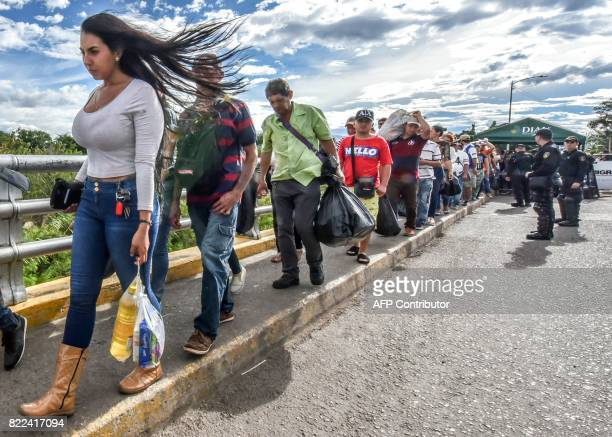 TOPSHOT Venezuelan citizens cross the Simon Bolivar international bridge from San Antonio del Tachira Venezuela to Cucuta Norte de Santander...