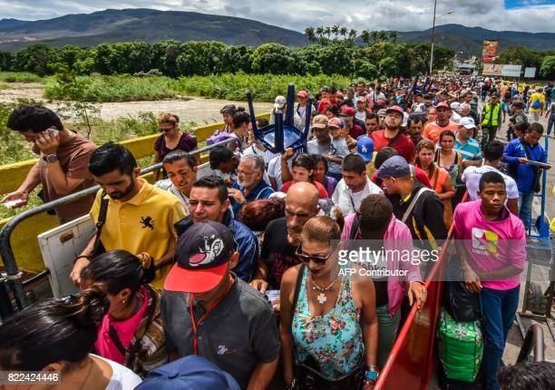 TOPSHOT Venezuelan citizens enter Cucuta Norte de Santander Department Colombia from San Antonio del Tachira Venezuela at the Simon Bolivar...