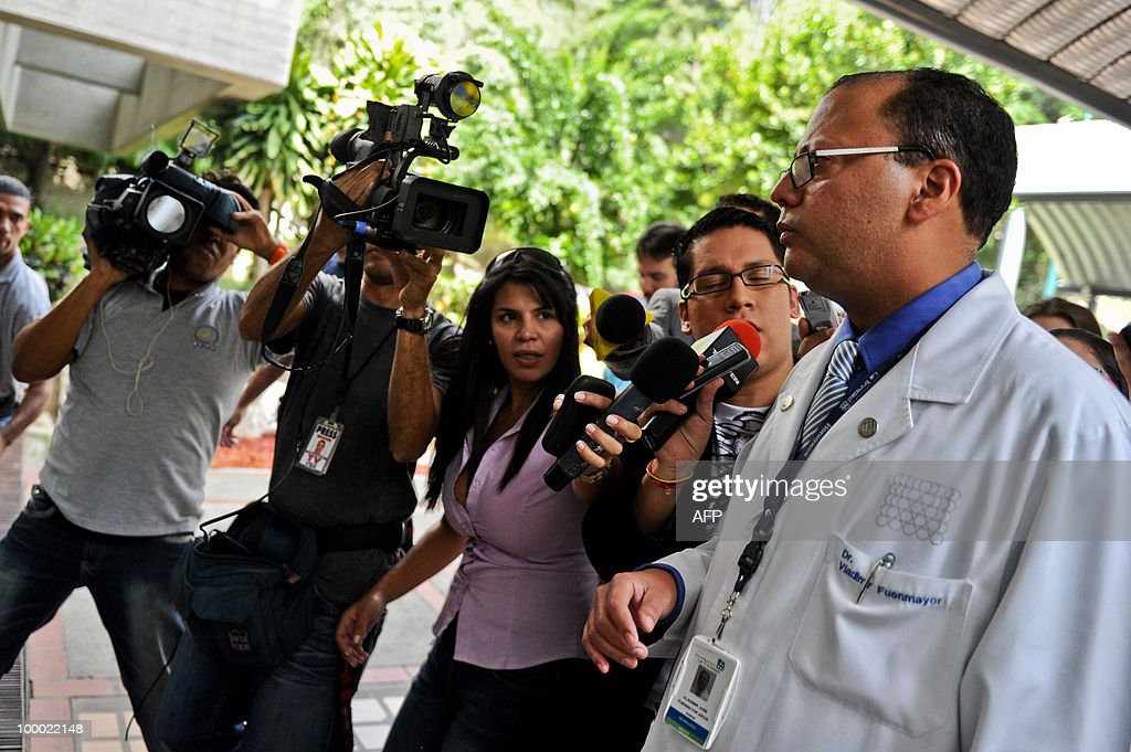 Venezuelan doctor Vladimir Fuenmayor (R) speaks during before a press conference in Caracas, May 20, 2010 about the condition of Argentine musician Gustavo Cerati. Cerati, who suffered a stroke after a concert on Saturday, continues in serious condition. AFP PHOTO / Miguel Gutierrez