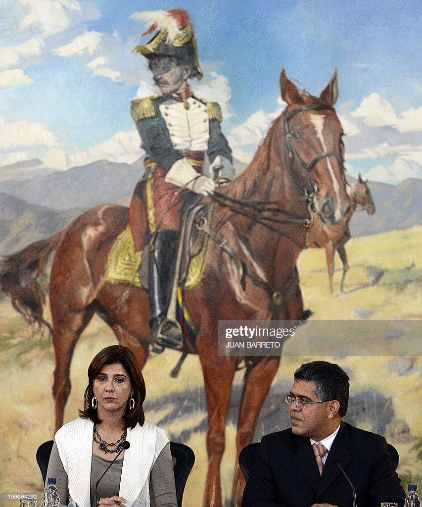 Venezuelan Foreign Minister Elias Jaua(R) and Colombian Foreign Minister Maria Angela Holguin (L) attend a meeting in Caracas on January 18, 2013. AFP PHOTO