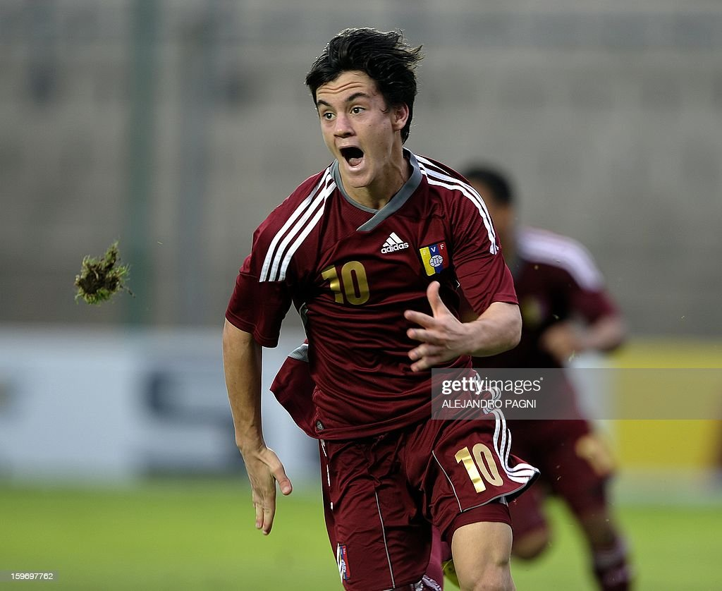 Venezuelan midfielder Juan Anor celebrates after scoring the team's second goal against Uruguay during the South American U-20 Group B football match at Bicentenario stadium in San Juan, Argentina, on January 18, 2013. Four teams will qualify for the Turkey 2013 FIFA U-20 World Cup. AFP PHOTO / ALEJANDRO PAGNI