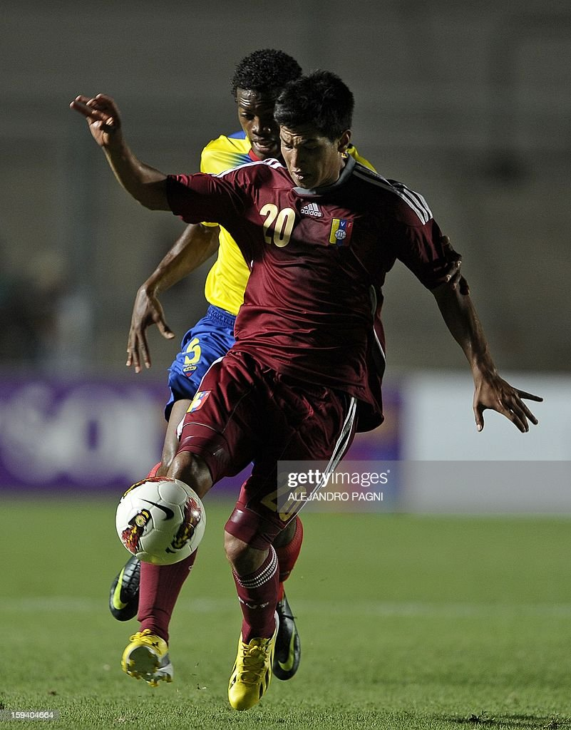 Venezuelan midfielder Renzo Zambrano (foreground) controls the ball during their South American U-20 Championship Group B football match against Ecuador, at Bicentenario stadium in San Juan, Argentina, on January 12, 2013. Four South American teams will qualify for the FIFA U-20 World Cup Turkey 2013. AFP PHOTO / ALEJANDRO PAGNI