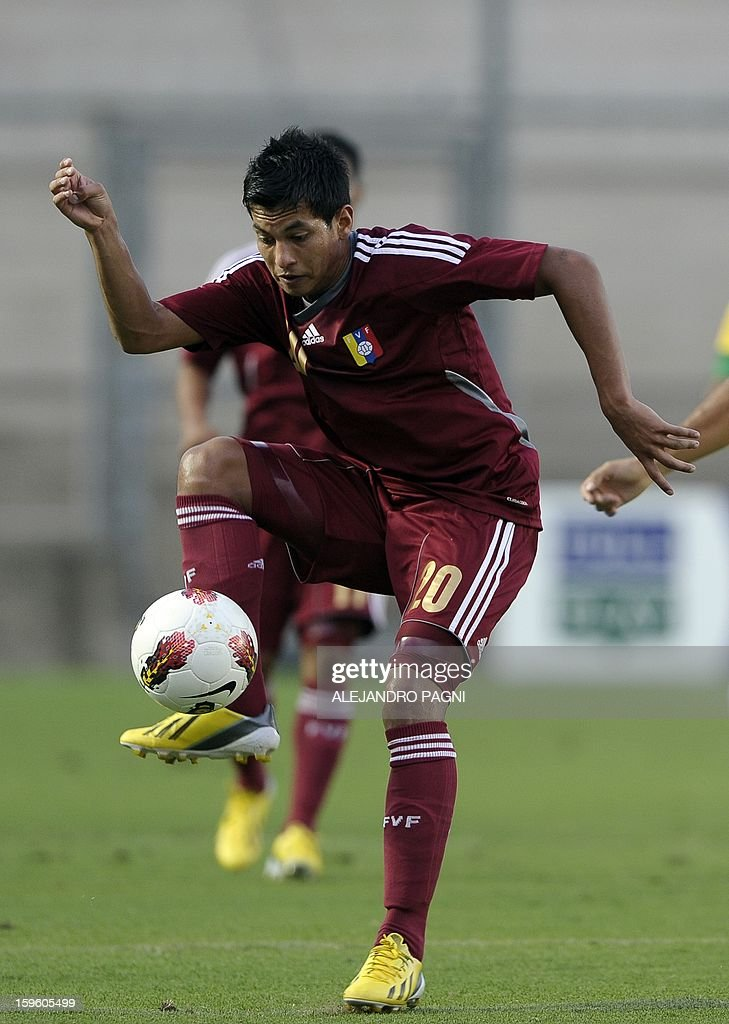 Venezuelan midfielder Renzo Zambrano controls the ball during their South American U-20 Championship Group B football match against Brazil, at Bicentenario stadium in San Juan, Argentina, on January 16, 2013. Four South American teams will qualify for the FIFA U-20 World Cup Turkey 2013. Brazil won by 1-0.