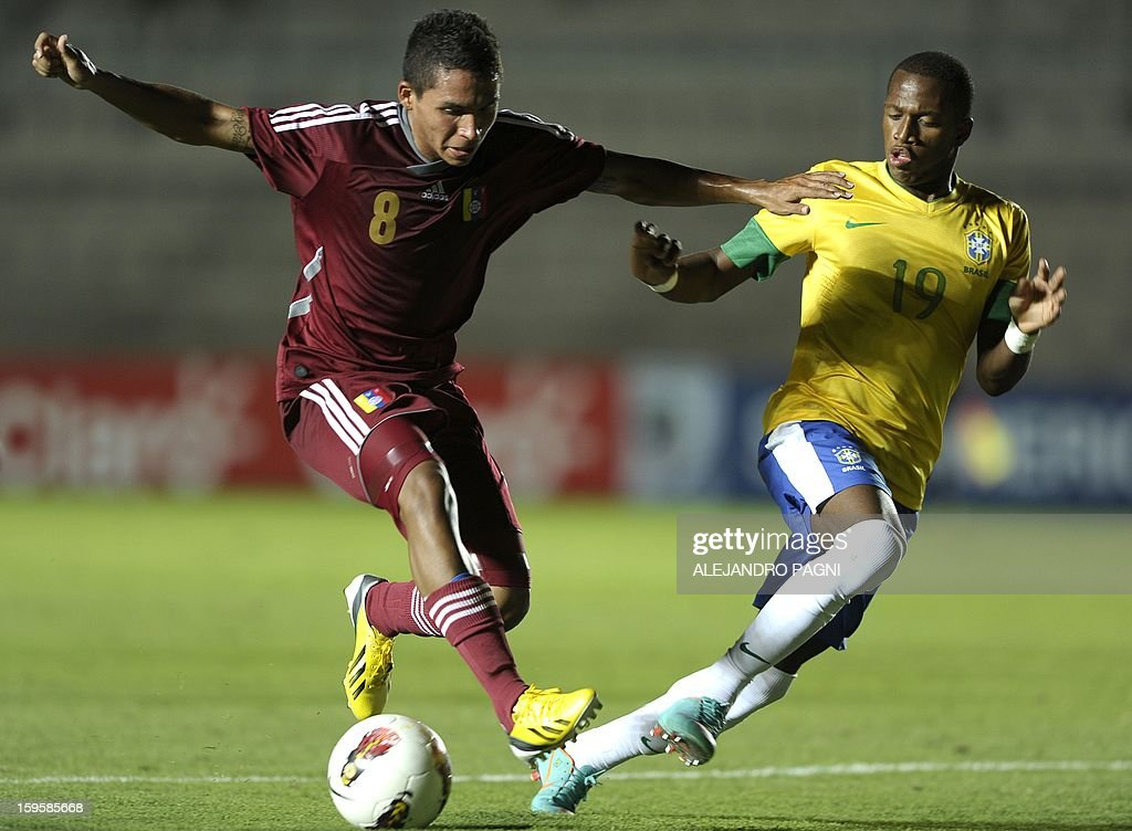 Venezuelan midfielder Robert Garces (L) vies for the ball with Brazilian midfielder Fred during their South American U-20 Championship Group B qualifier football match, at the Bicentenario stadium in San Juan, Argentina, on January 16, 2013. Four South American teams will qualify for the FIFA U-20 World Cup Turkey 2013.