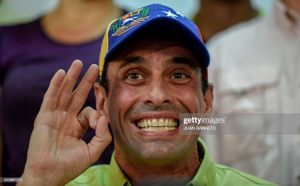 Venezuelan opposition leader and Miranda State governor Henrique Capriles Radonski gestures during a press conference in Caracas on June 24, 2016. Opposition leaders in Venezuela said Friday they have finished authenticating signatures on a petition to recall President Nicolas Maduro, and have met the threshold needed for a referendum on removing him from office. / AFP / JUAN