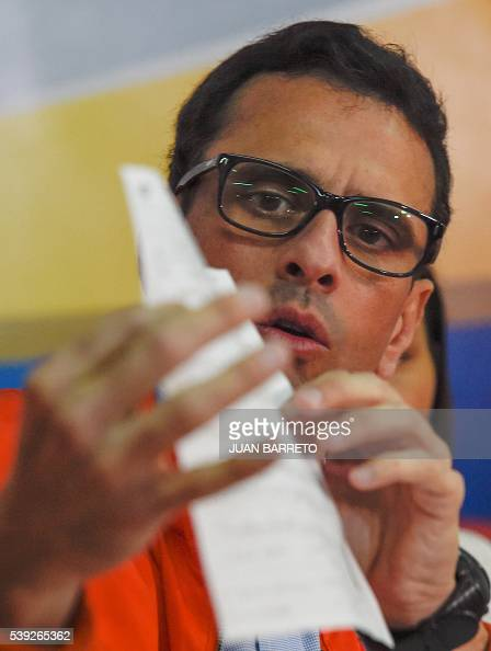 Venezuelan opposition leader Miranda state Governor Henrique Capriles speaks during a press conference in Caracas on June 10 2016 Venezuelan...