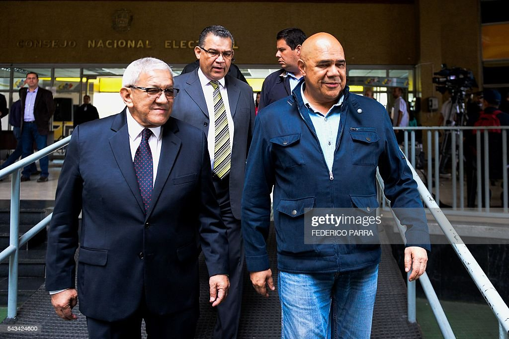 Venezuelan opposition spokesman of the Democratic Unity Roundtable (MUD) Jesus Torrealba (R) leave the National Electoral Council in Caracas on June 28, 2016. Opposition leaders in Venezuela said that they have finished the process of authenticating signatures on a petition to recall President Nicolas Maduro, and have enough to hold a referendum on removing him. / AFP / FEDERICO