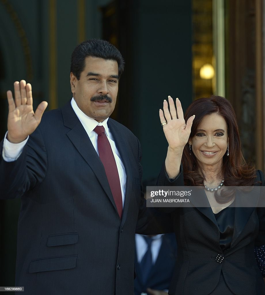 Venezuelan President Nicolas Maduro (L) and Argentine President Cristina Fernandez de Kirchner pose for a picture before a working meeting at Government Palace in Buenos Aires on May 8, 2013. Maduro arrived today from Uruguay and afterwards will travel to Brazil. AFP PHOTO / Juan Mabromata