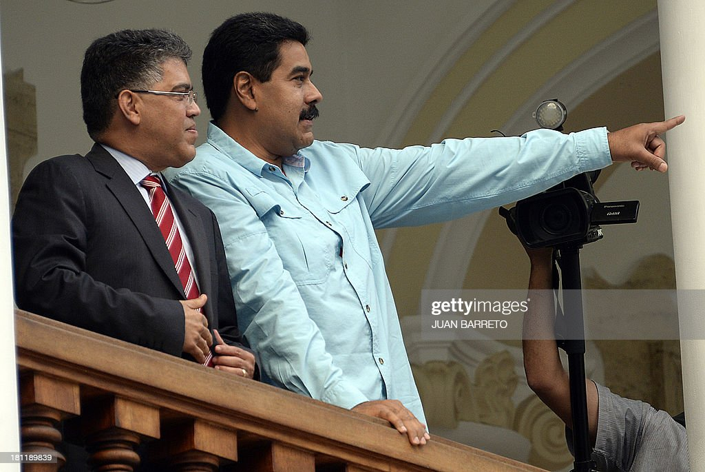 Venezuelan President Nicolas Maduro (R) gestures after a meeting with Venezuela's Foreign Minister Elias Jaua, in Caracas on September 19, 2013. Jaua said Thursday that the United States didn't authorize the plane of President Maduro to fly across the Puerto Rican airspace on its way to China.