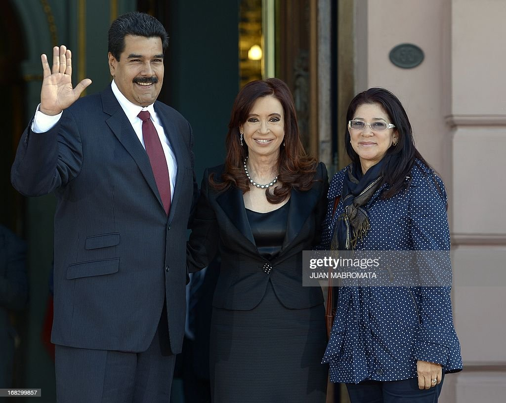Venezuelan President Nicolas Maduro (L), his wife Cilia Flores (R) and Argentine President Cristina Fernandez de Kirchner pose for a picture before a working meeting at Government Palace in Buenos Aires on May 8, 2013. Maduro arrived today from Uruguay and afterwards will travel to Brazil. AFP PHOTO / Juan Mabromata