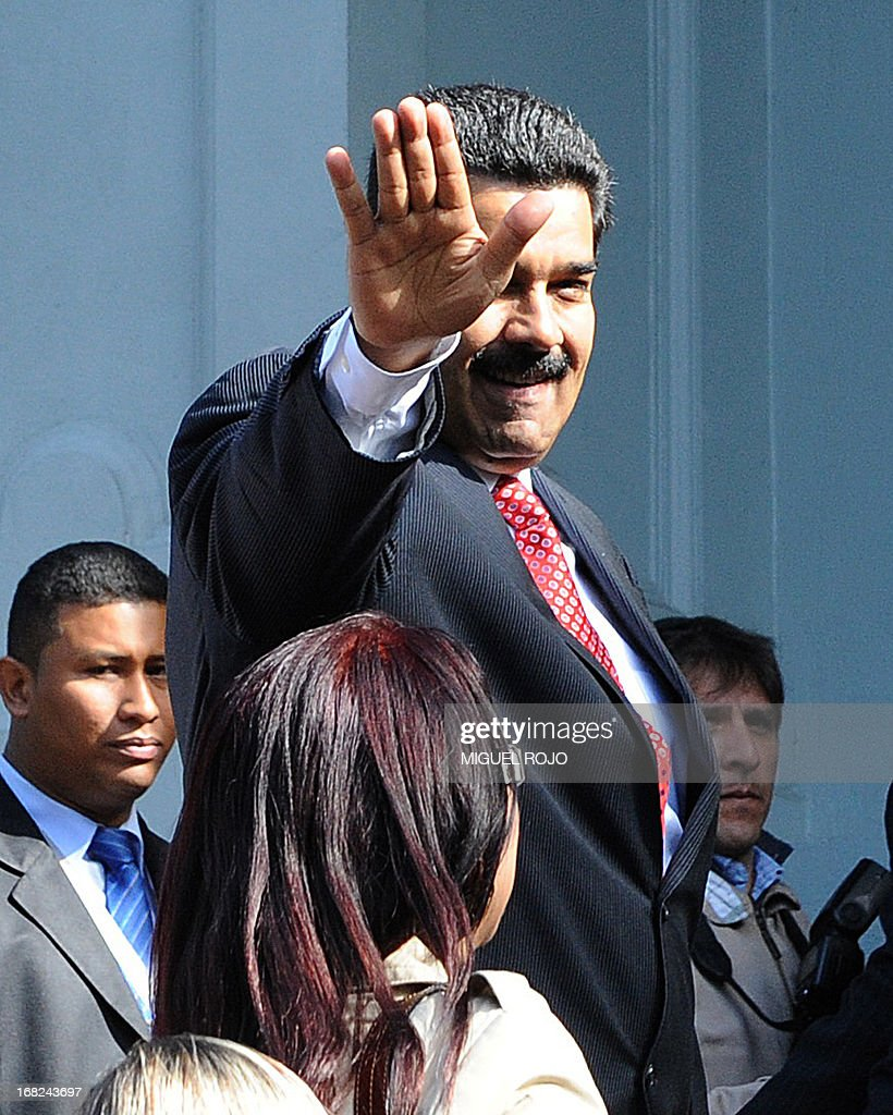 Venezuelan president Nicolas Maduro next to his wife Cilia Flores waves upon his arrival to the presidential house in Montevideo on May 07, 2013. Maduro is in a two-day official visit to the country in the framework of a tour by Uruguay, Argentina and Brazil. AFP PHOTO / Miguel ROJO