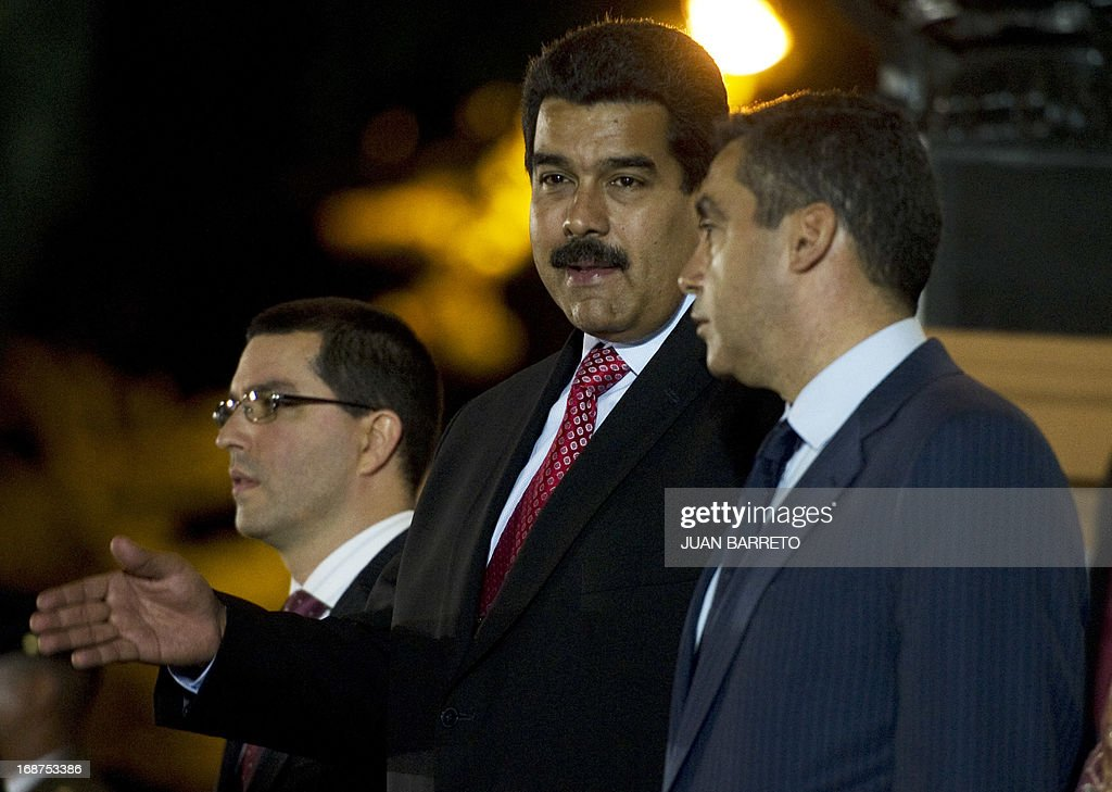 Venezuelan President Nicolas Maduro (C) talks with Minister of Interior and Justice Rodrigues Torres (R) before a ceremony of the new mausoleum that will host the remains of national hero Simon Bolivar, in Caracas on May 14, 2013. The President of Venezuela, Nicolás Maduro, opened Tuesday in Caracas the mausoleum that will house the remains of the Liberator Simón Bolívar, an imposing monument created in 2010 by the deceased Hugo Chávez. AFP PHOTO