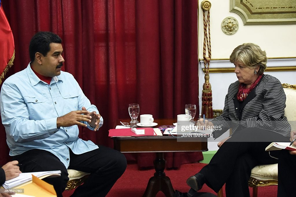 Venezuelan President Nicolas Maduro (L) talks with the Executive Secretary of the Economic Commission for Latin America and the Caribbean (UNECLAC), Alicia Barcena, during a meeting in Caracas on March 26, 2015.