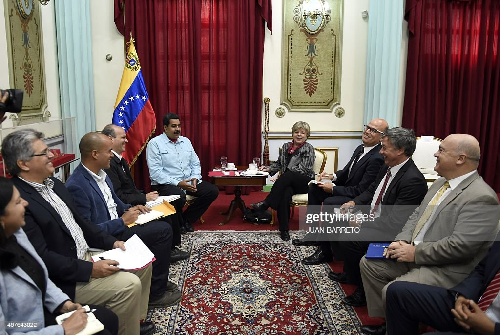 Venezuelan President Nicolas Maduro (C, at left) talks with the Executive Secretary of the Economic Commission for Latin America and the Caribbean (UNECLAC), Alicia Barcena (C, at right), during a meeting in Caracas on March 26, 2015.