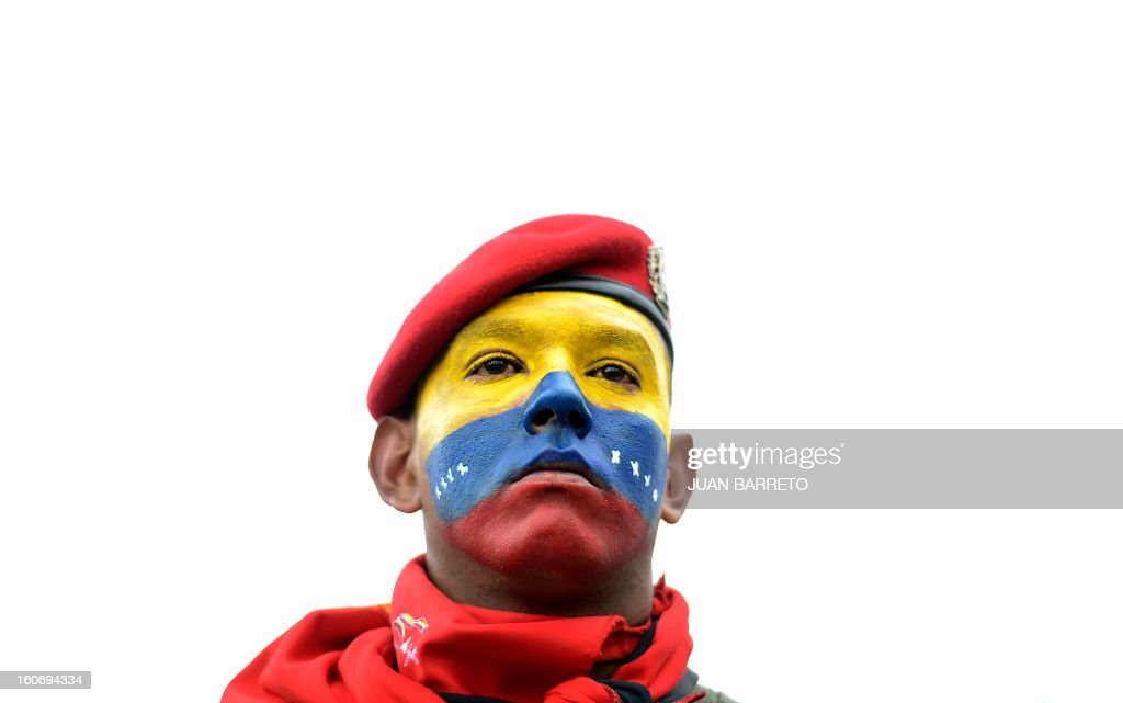 A Venezuelan soldier takeS part in the conmemoration of the 1992 failed coup led by Chavez, who was an army lieutenant colonel, against then president Carlos Andres Perez, in Caracas, on February 4, 2013. Ailing President Hugo Chavez, who had cancer surgery in December, is doing much better and recovering, Cuban leader Fidel Castro said in remarks published Monday. AFP PHOTO/Juan BARRETO