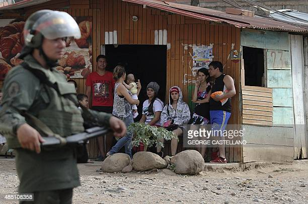 Venezuelan troops take part in an operation along with migration officials in a popular sector of the border city of San Antonio Tachira State...