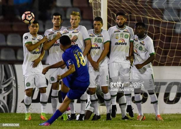 Venezuelan Zulia Juan Arango kicks the ball in front of Brazilian Chapecoense players during their Copa Libertadores football match in Maracaibo...
